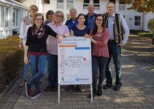 Gruppenbild vom Workshop Selbstständig Wohnen der Vereine autismus OWL und der Lebenshilfe Gütersloh