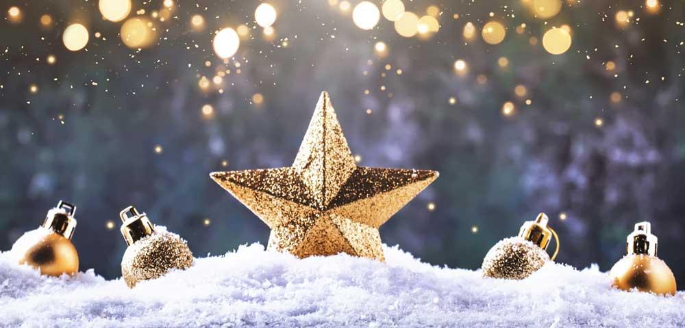 Foto mit Stern und Weihnachtskugeln